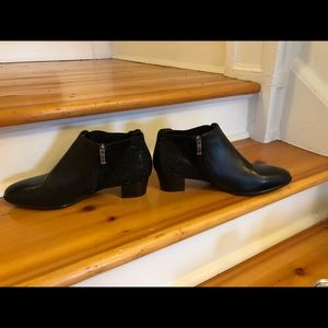 ARA bootie shoe never worn black